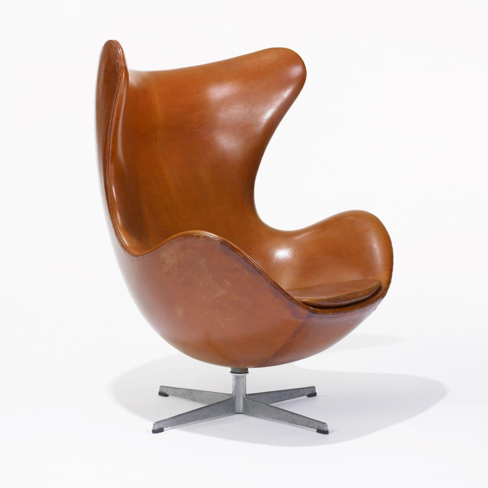 selling living room furniture