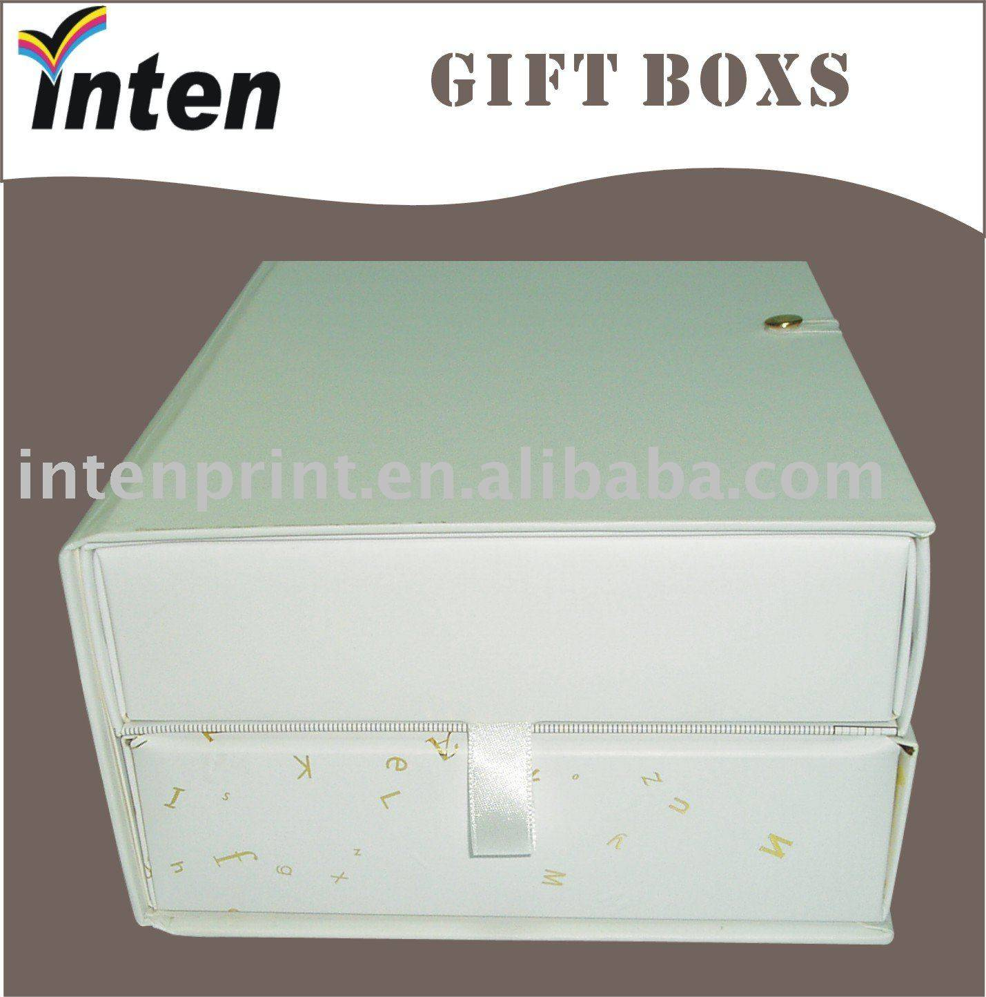 cardboard white gift boxes