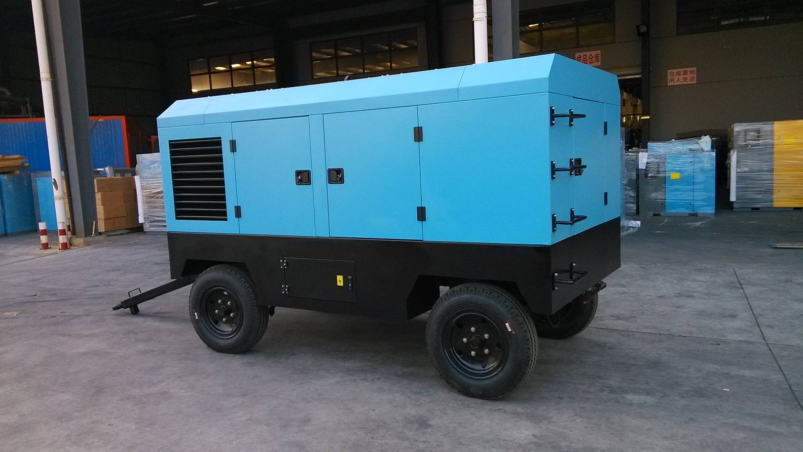 Movable electrical rotary screw compressor