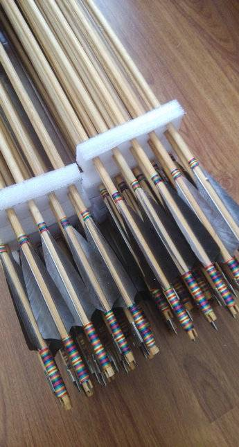 Wood arrows/archery arrows with nature color fletchings