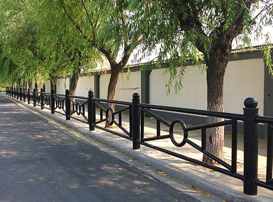 road edge fence/barrier