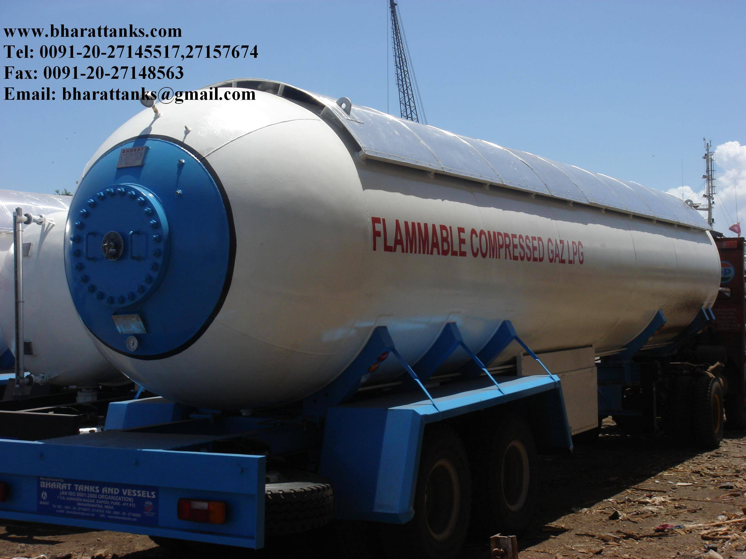 Semitrailer truck tanker