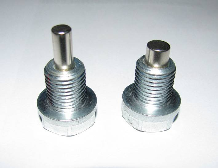 Magnetic oil dain plugs