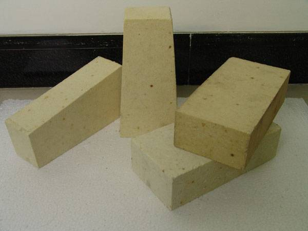 Silica brick for glass furnace
