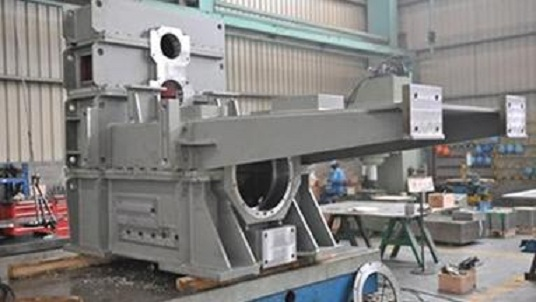 Fabricahtion and machining work of steel frame for papermaking machine