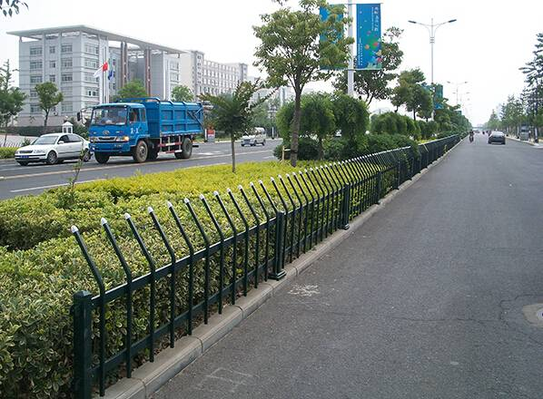 lawn fence/barrier for home and gardening
