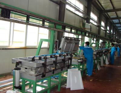 Selling refrigeration Groud-guide-rail Door Foaming Line
