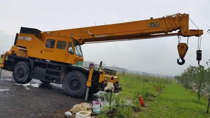 Kato 30 ton RT crane