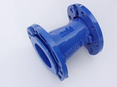 Ductile iron pipe fittings with loose flanges