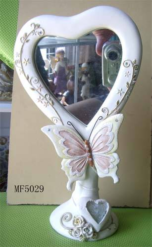 Polyresin figurine with mirror