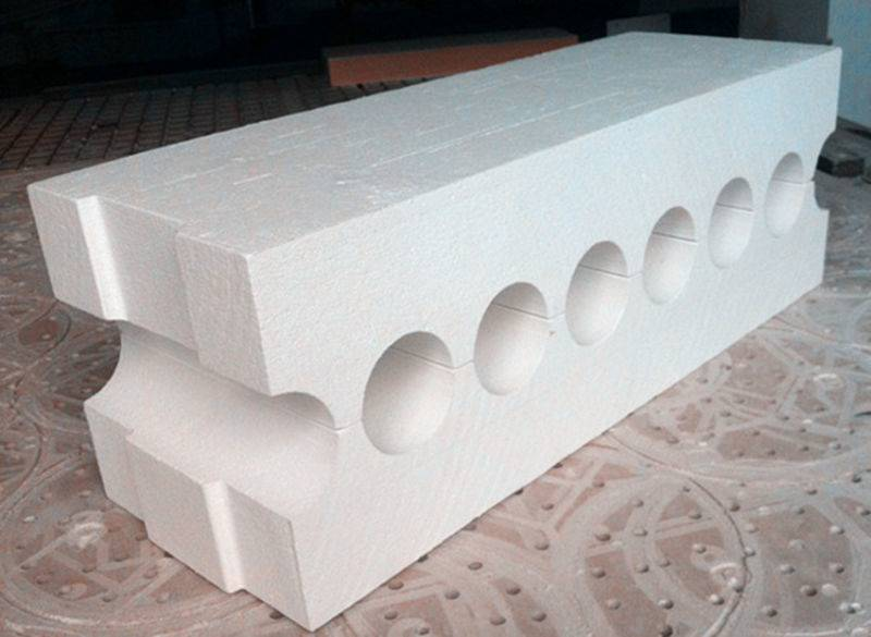 Roller seal for furnace in glass industry