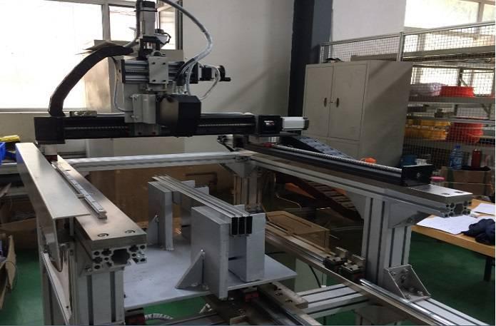 Laser-tracking plasma welding equipment
