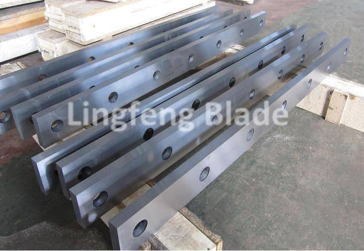 Hydraulic guillotine shearing blades