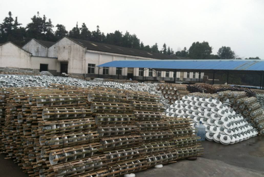 Factory price High tension electrical porcelain insulator