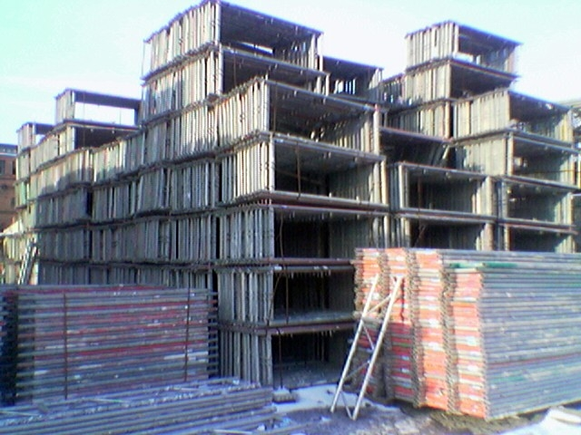 We sell used scaffoldings from Plettac Contur, Hünnebeck, Layher, Rux