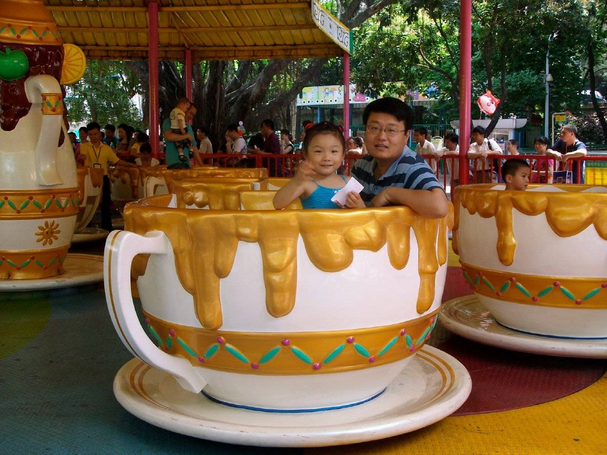 Happy Spinning Coffee Cups Ride Amusement Ride For Kids and Young People