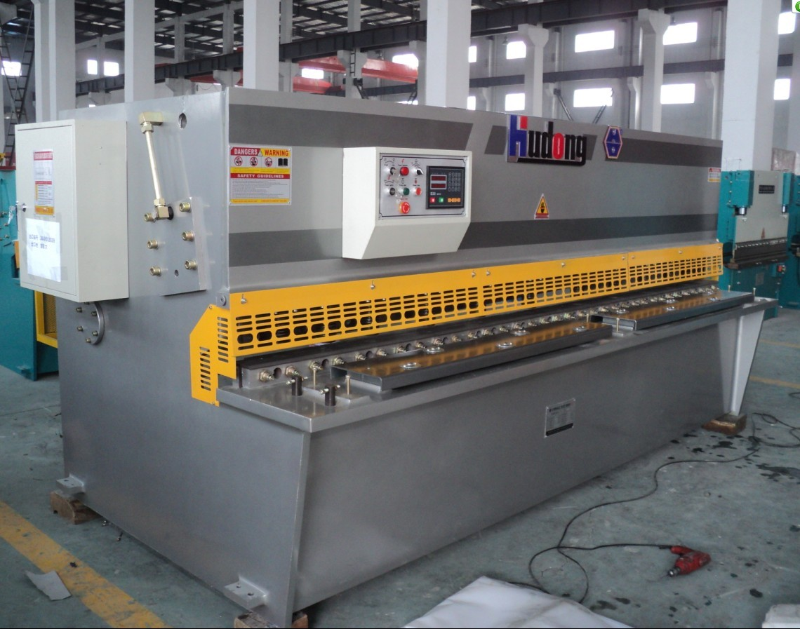 hydraulic swing beam shearing machine with the steel plate welded structure