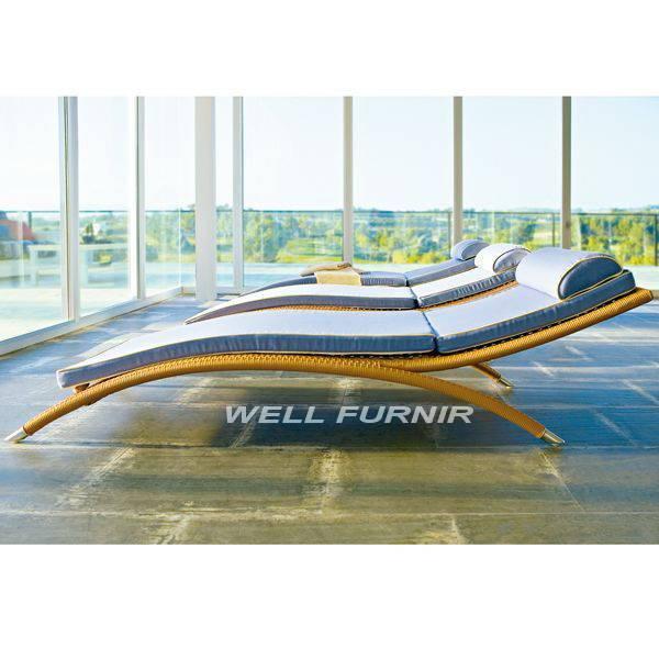 Well Furnir Company Limited Supply Wicker Patio Sun Lounger WF-8106