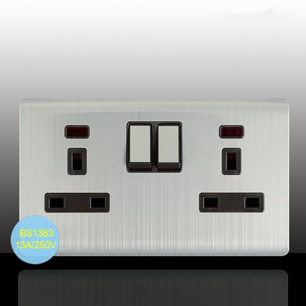 Top Quality British Standard 2 Gang Switched Power Socket with Neon