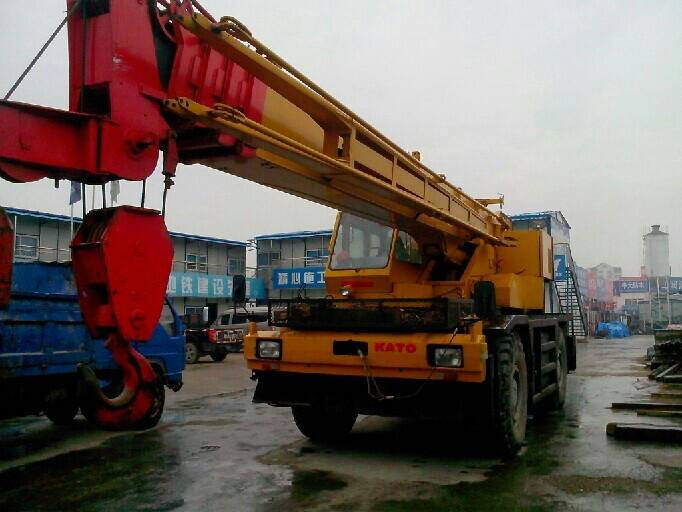 used KATO KR250 25T Rough terrain crane