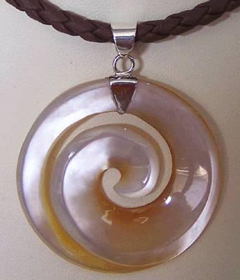 bali mop shell pendants carving