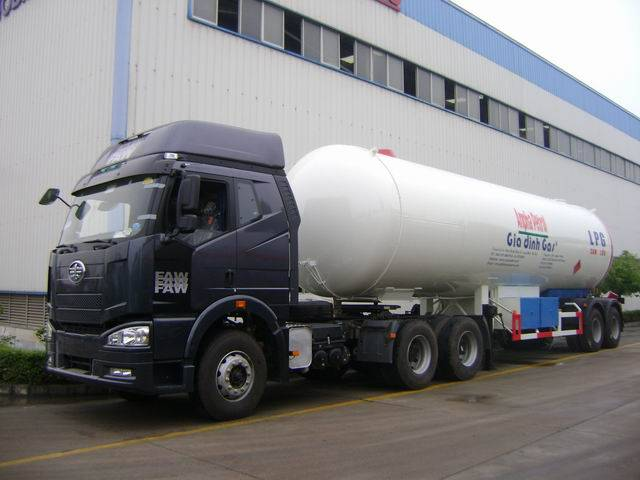 fuel tank,fuel tank truck,fuel truck,oil truck,oil tank truck,liquid truck,oil truck,tank truck,tank