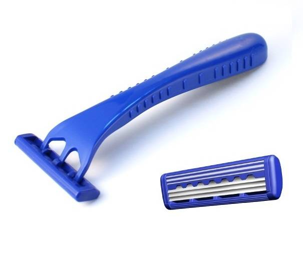 Smooth and Ultimate shaving with Triple Blades of Disposable Razor