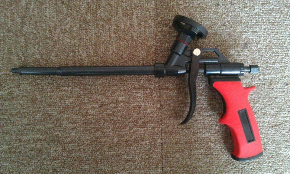Polyurethane foam gun