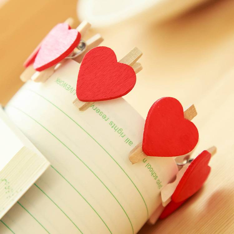 Wooden red love small clip