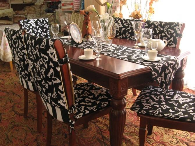 table cloth and runner