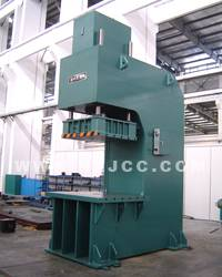 Hydraulic press machine, forming machine, punching machine