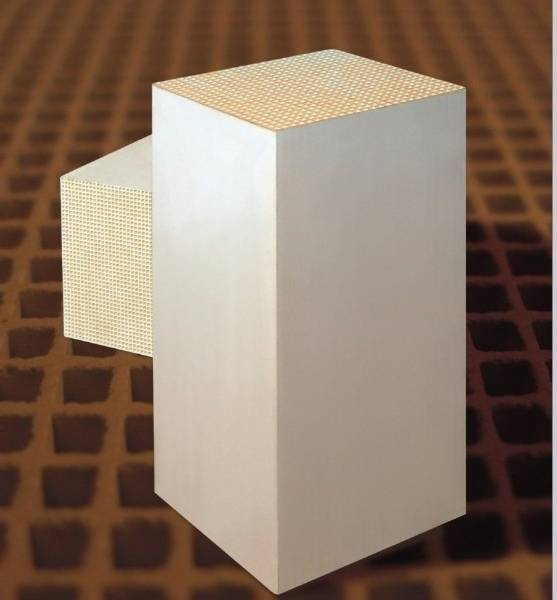 Honeycomb heat storage substrate