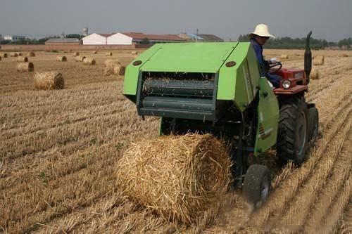 High efficiency mini round hay baler