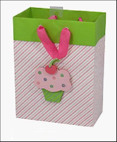 We sell color printed gift bag, paper bag, gift packaging