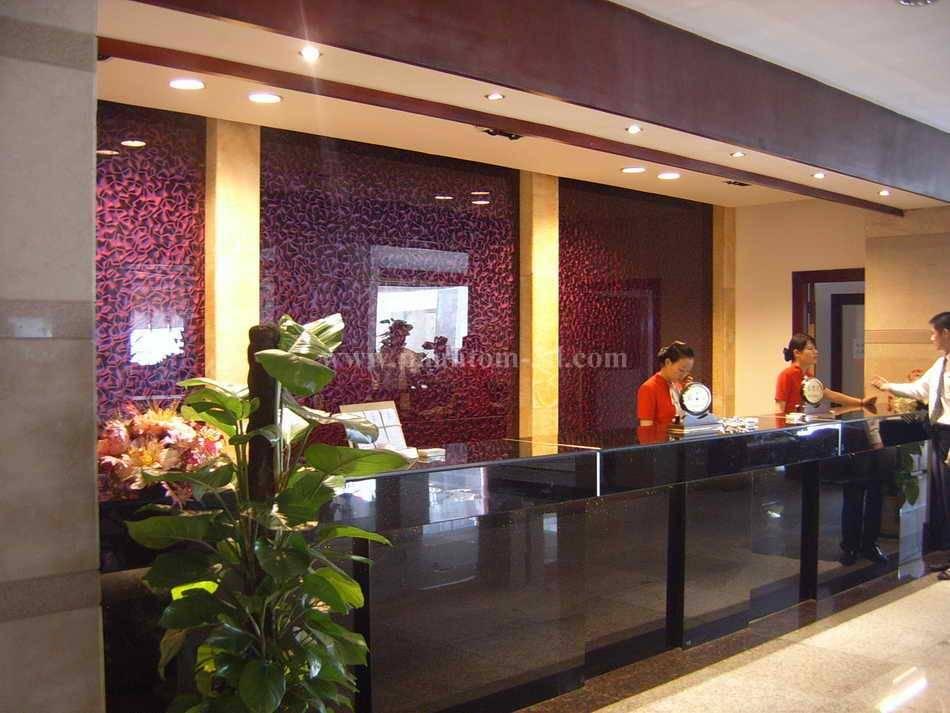 Phantom 3D glass in hotel