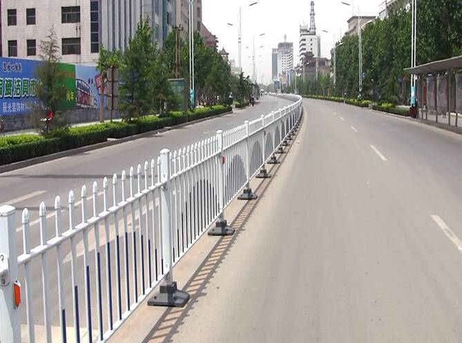 road isolation fence/barrier