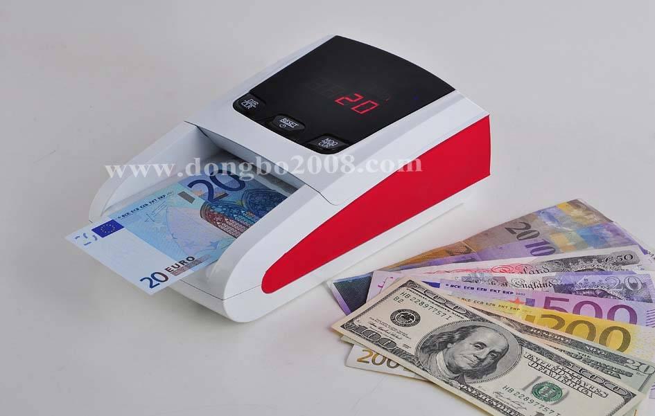 Money authenticator