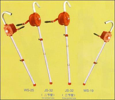 HAND-OPERATED OIL PUMP