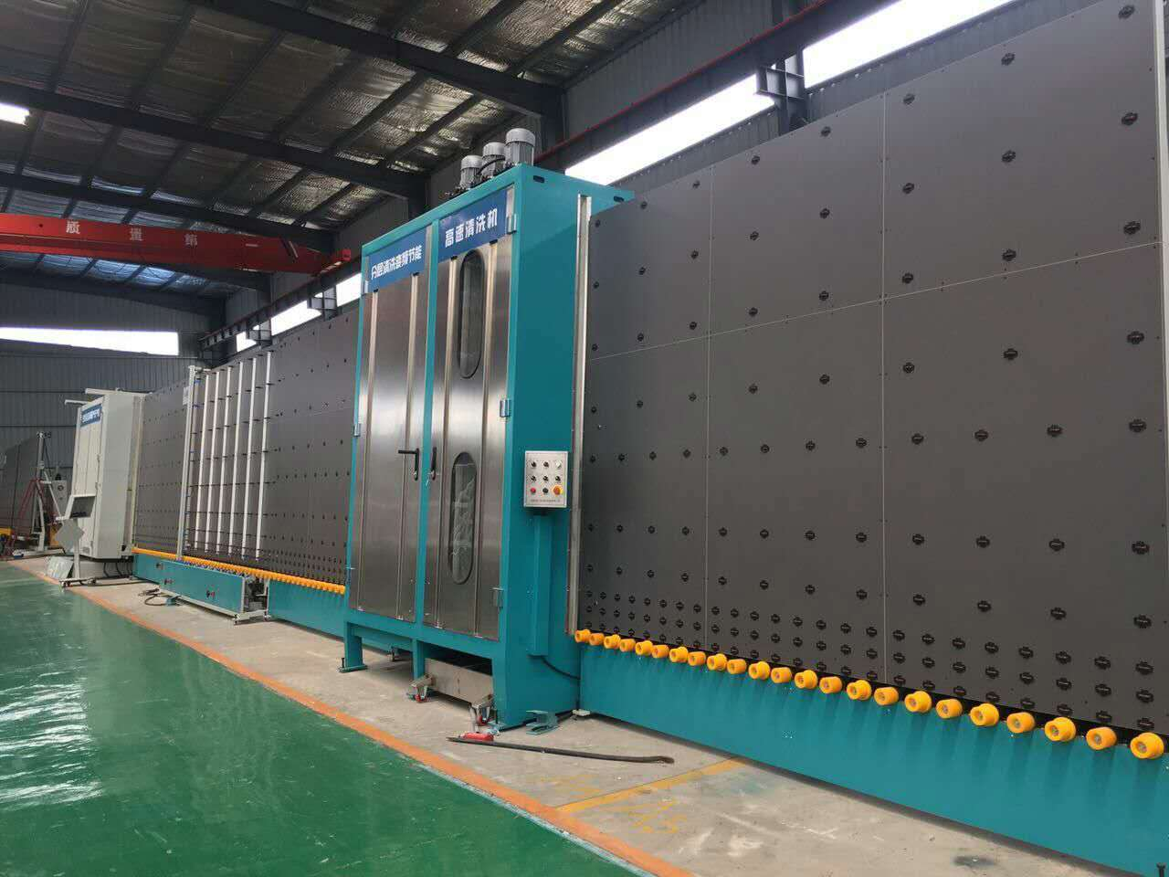 Vertical insulating glass flat press production line