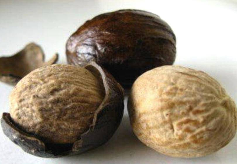 NUTMEG WITH SHELL ABCD GRADE