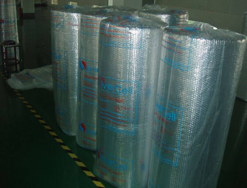 Air bubble sheet laminated on both sides with aluminum