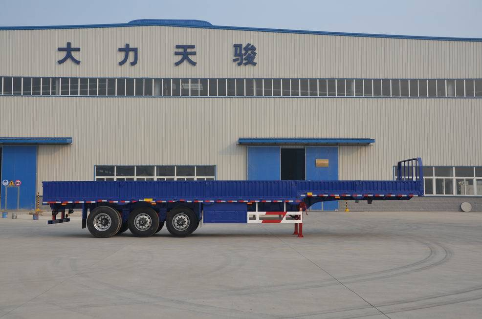 Semitrailer with side wall
