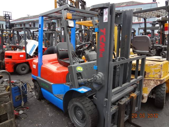 Sell very good working used TCM forklift 2.5T
