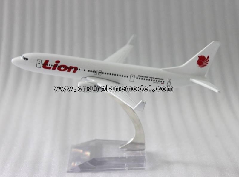 metal plane model B737-800 Lion