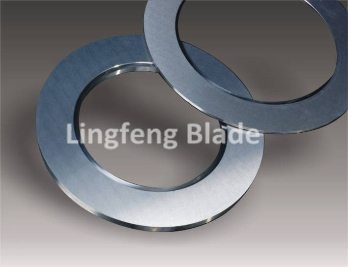 Nonwoven fabric cutting blade