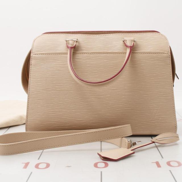 Preowned Used designer Brand Handbag LOUIS VUITTON M51309 Vaneau MM Epi for bulk sale.