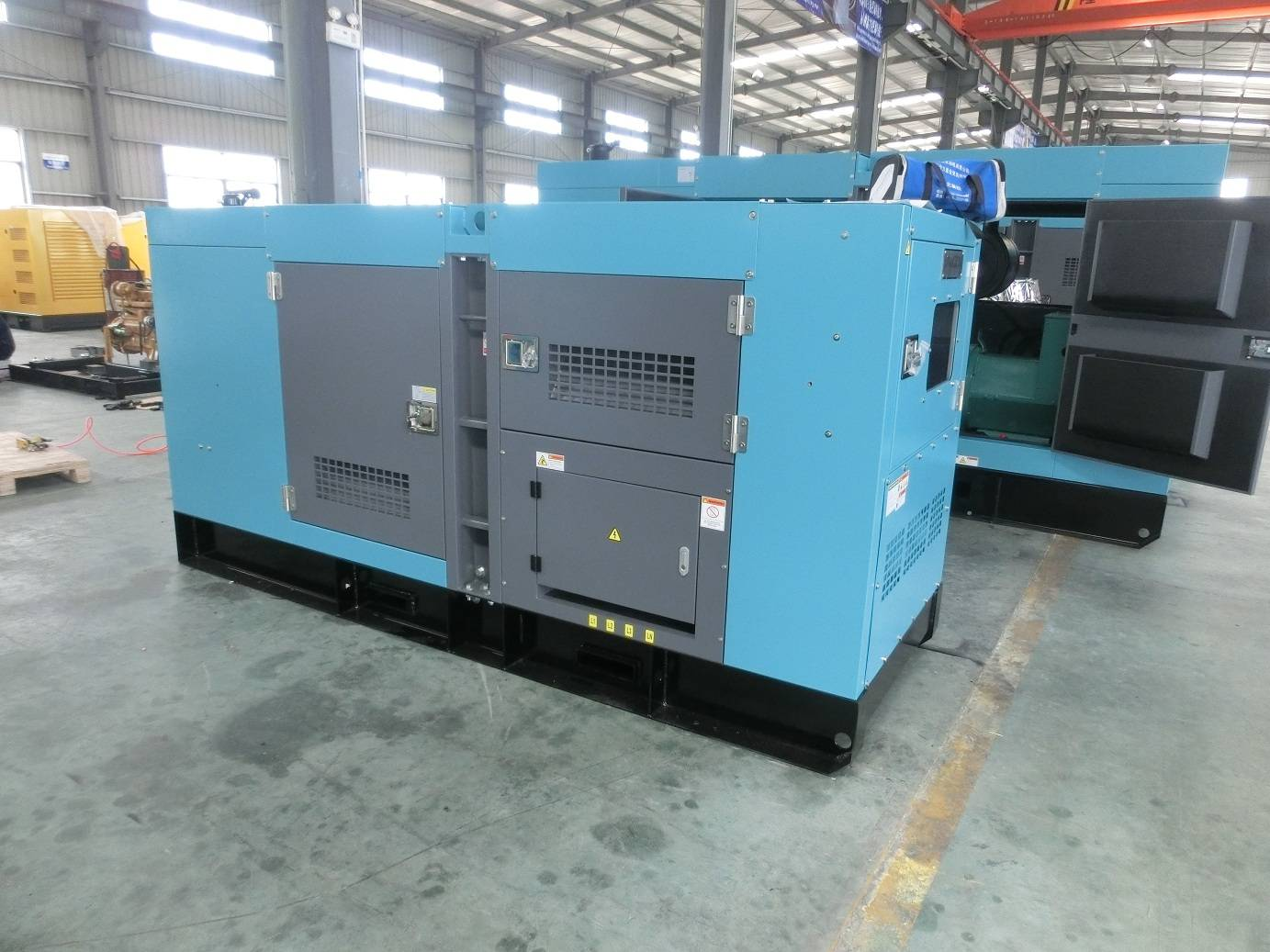 ISO9001 Proved 300kw Soundproof Water Cooled Diesel Generator
