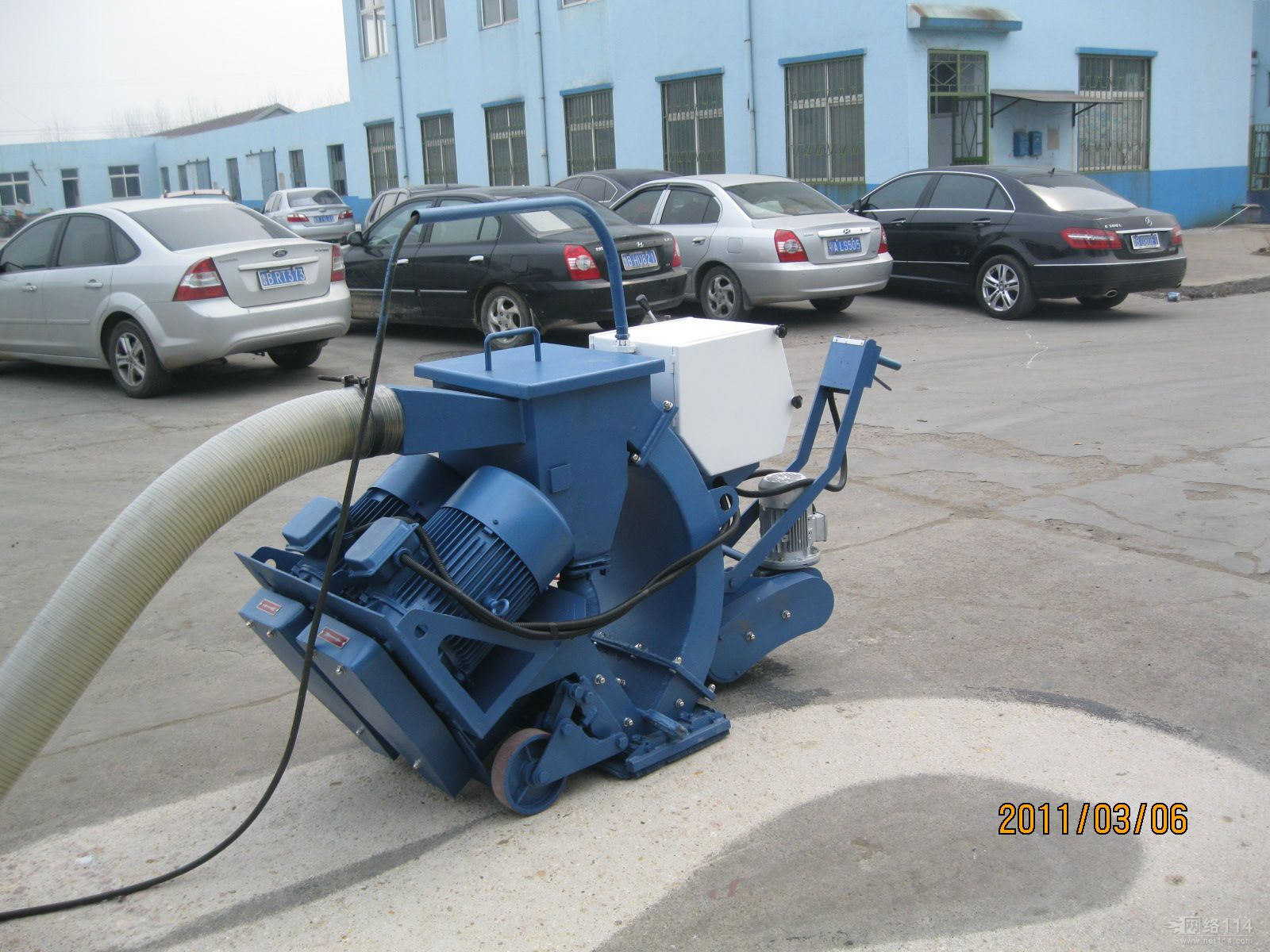 Road surface shot blasting machien