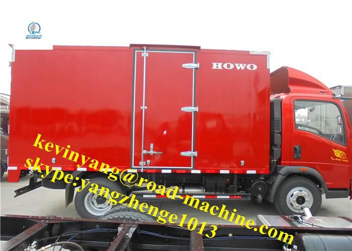 Sinotruck 105 HP Cummins/Isuzu Engine Light Commercial Truck With Stake Style PackingBox