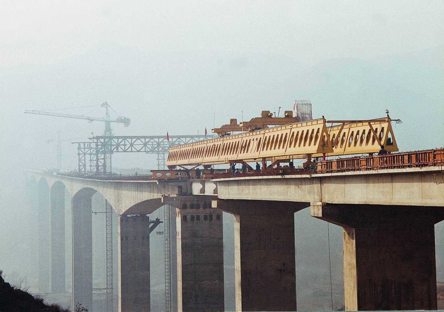 honeycomb type highway bridge girder launcher